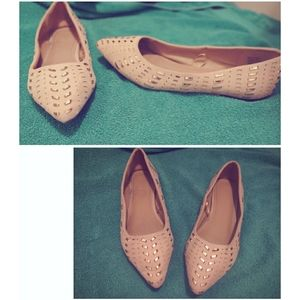 Women's pointed flats.